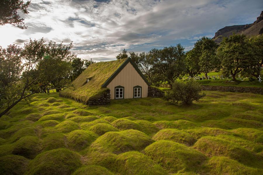 Торфяная церковь Хофскиркья, Исландия. Автор фото: Менно Шефер