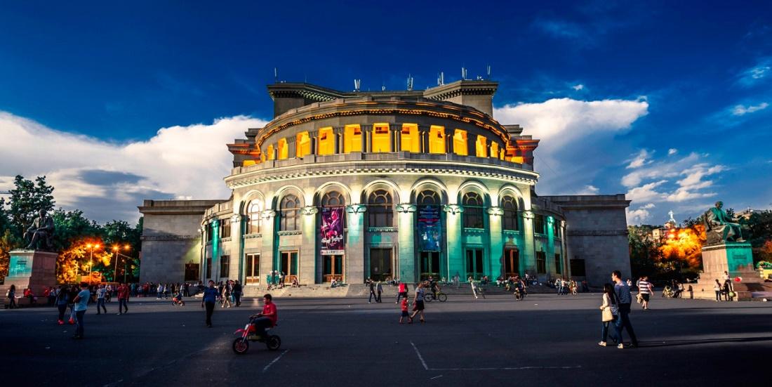 Дешевые авиабилеты Калининград ⇄ Ереван (Армения)