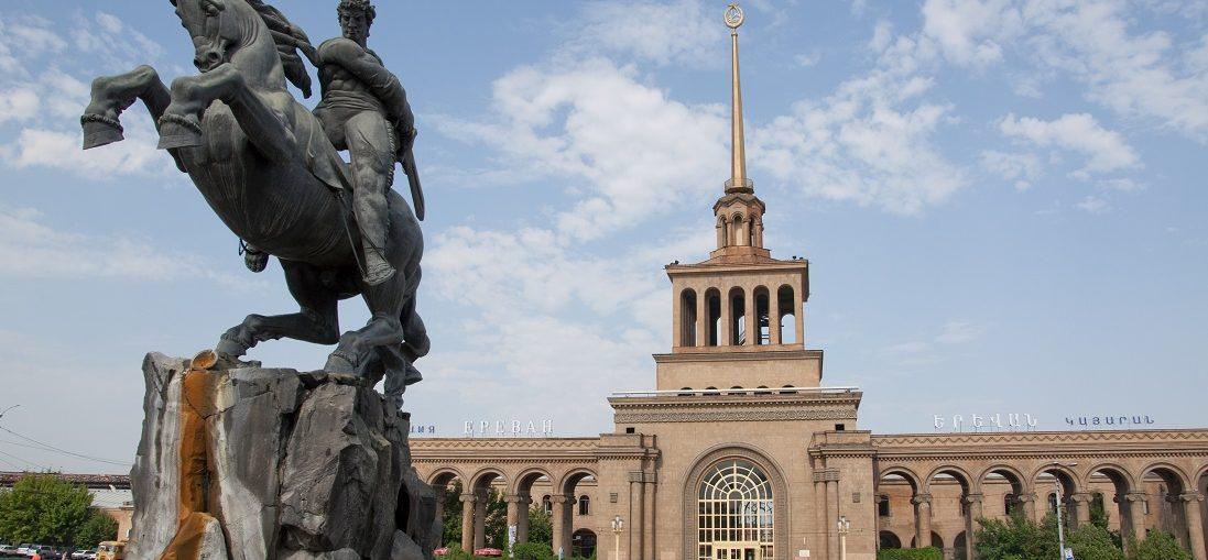 Дешевые авиабилеты Омск - Ереван (Армения)