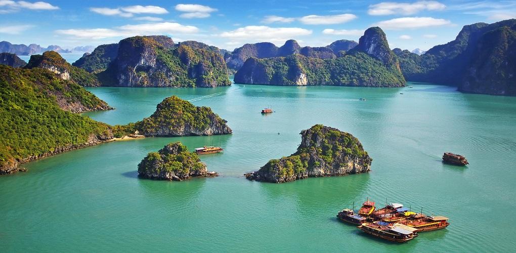 Экскурсия в бухту Халонг из Нячанга