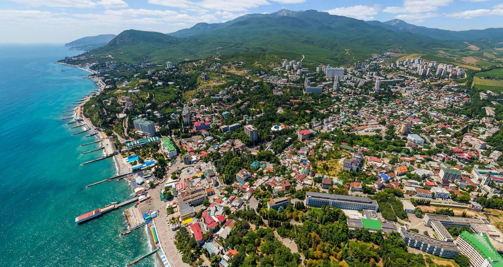 Куда поехать на арендованной машине в Крыму