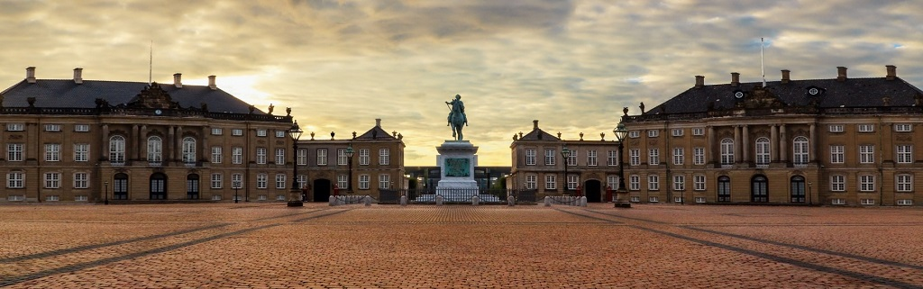 Достопримечательности Копенгагена - Дворец Амалиенборг