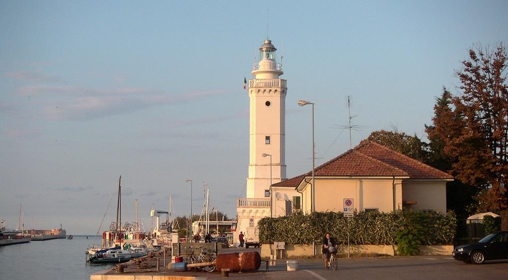 Достопримечательности Римини - Маяк в порту