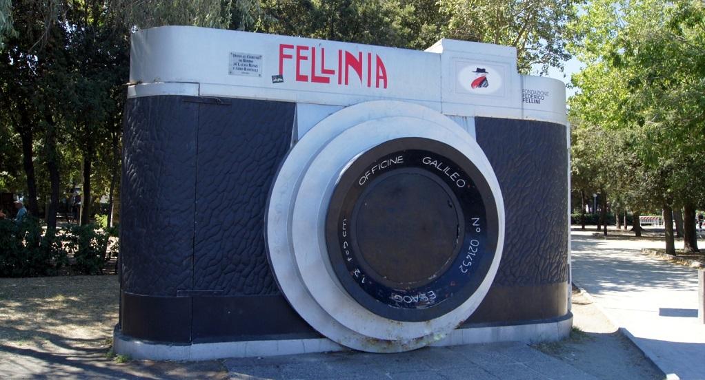 Достопримечательности Римини - Скульптура Фотоаппарат