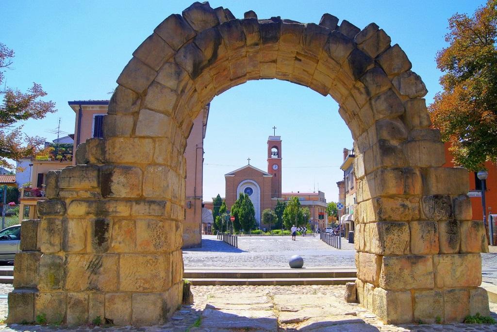 Достопримечательности Римини - Ворота Монтанара