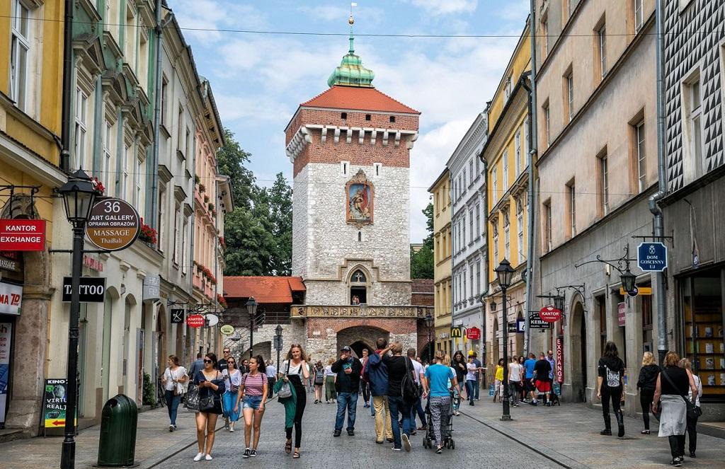 Достопримечательности Кракова - Флорианская улица и Флорианские ворота