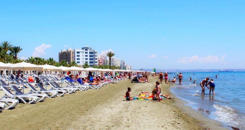 Достопримечательности Ларнаки - Пляж Маккензи