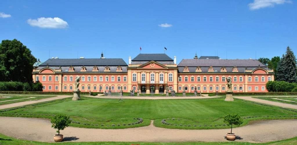 Достопримечательности Праги - Замок Добржиш