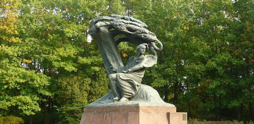 Достопримечательности Варшавы - памятник шопену