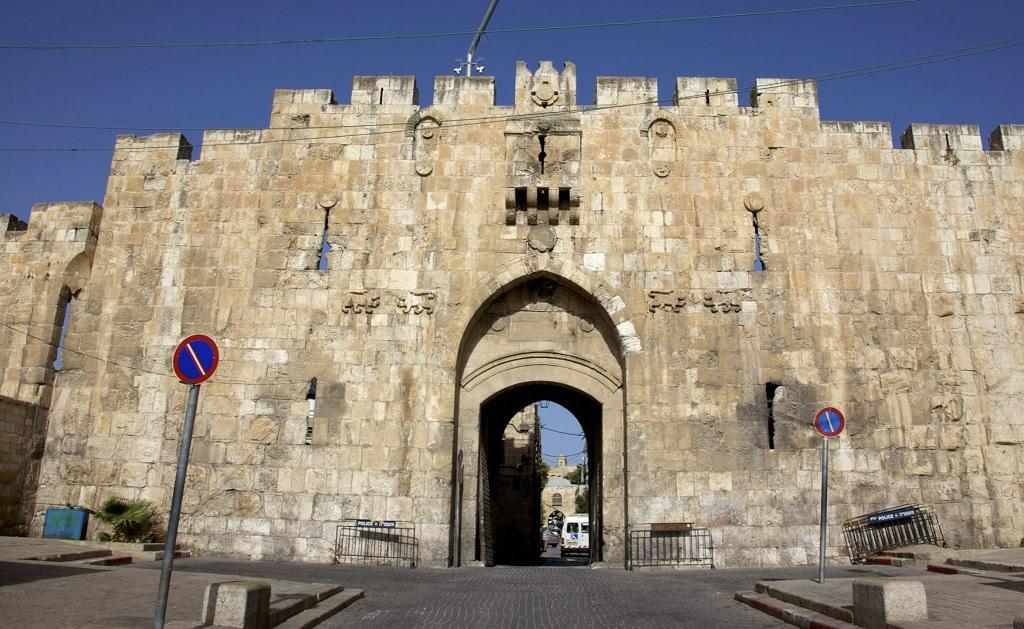 раз, ворота в иерусалиме фото район