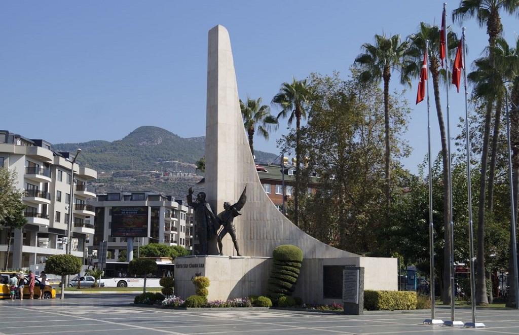 Достопримечательности Алании памятник ататюрку алания