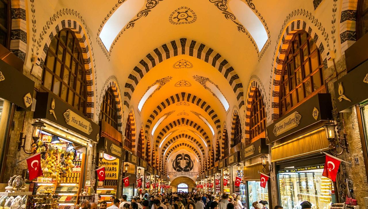 Египетский базар на экскурсии в Стамбул из Алании