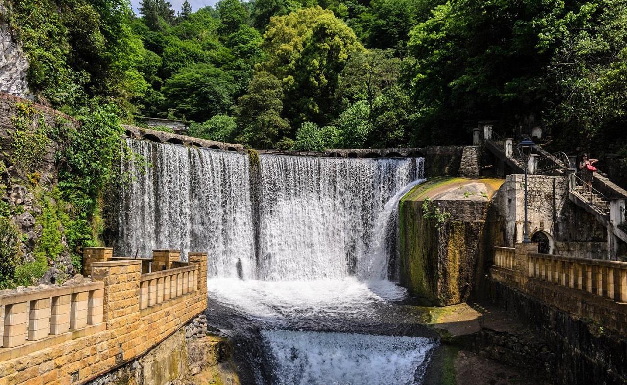 достопримечательности абхазии - Новоафонский водопад