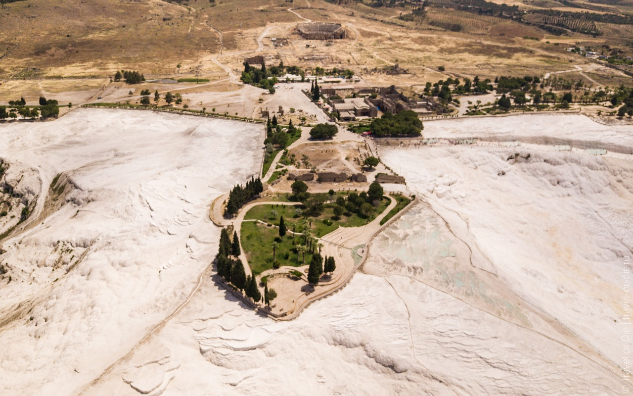 Древний город Иераполис и травертины Памуккале
