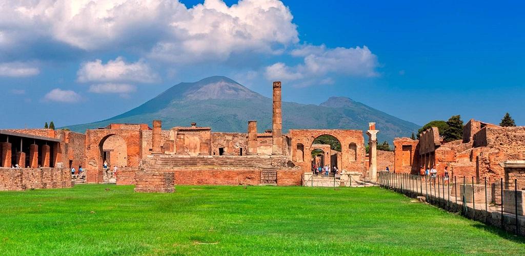 Экскурсии из Рима в Помпеи и Неаполь