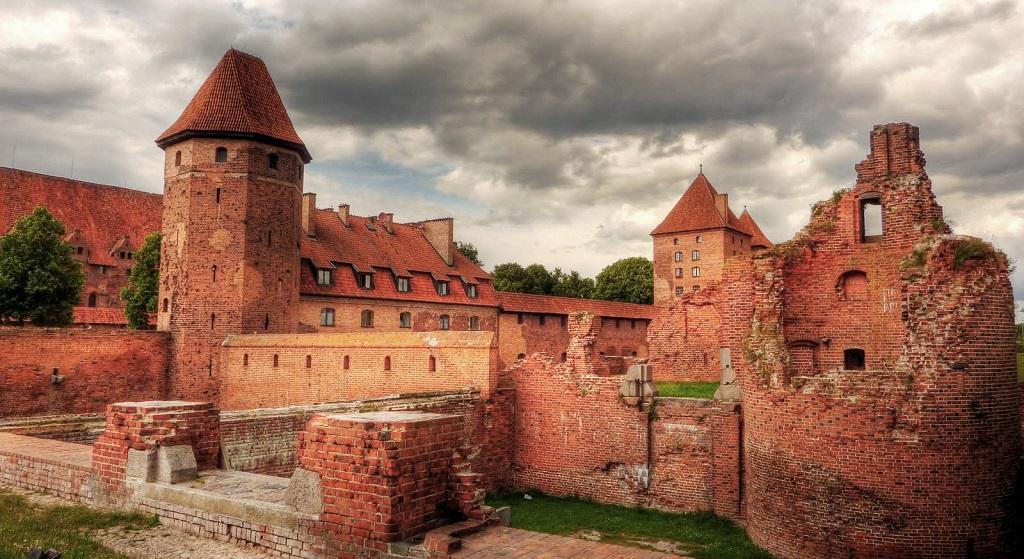 Экскурсии в замки Калининграда