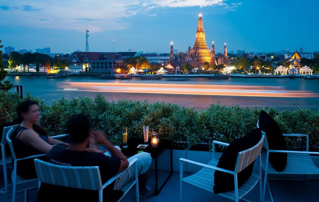 Бар The Roof на крыше отеля Sala Rattanakosin
