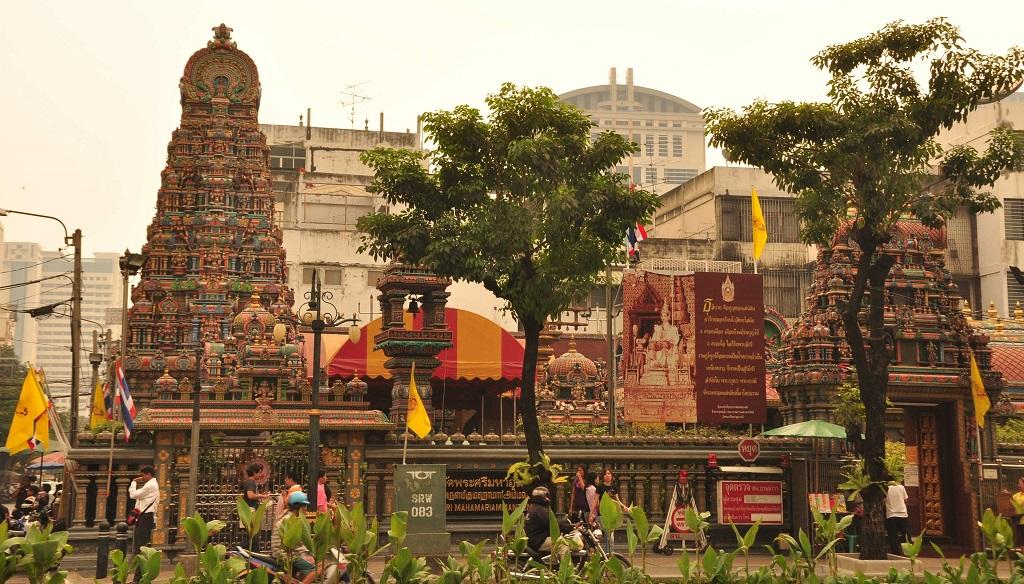 Индуистский храм Wat Phra Sri Maha Uma Devi (Wat Khaek Silom)