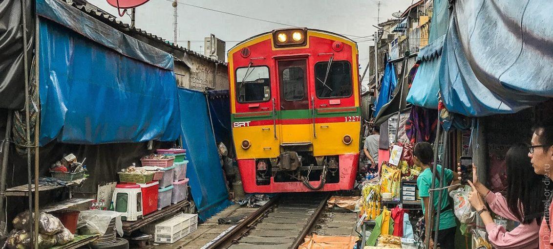 Меклонг рынок на железной дороге в Бангкоке
