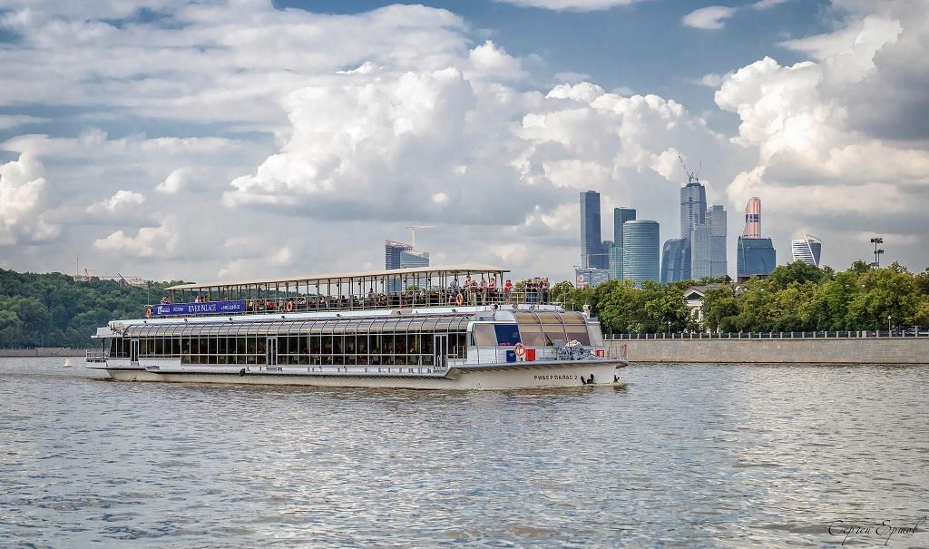 Обзорная экскурсия на теплоходе по Москве-реке
