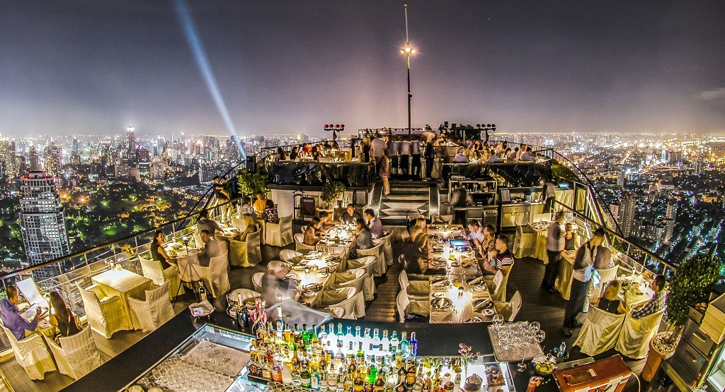 Ресторан Vertigo и Moon Bar на крыше Banyan Tree Bangkok Hotel