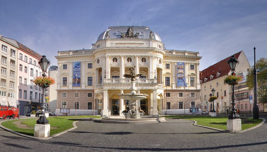 экскурсия в братиславу из будапешта Национальный театр Словакии