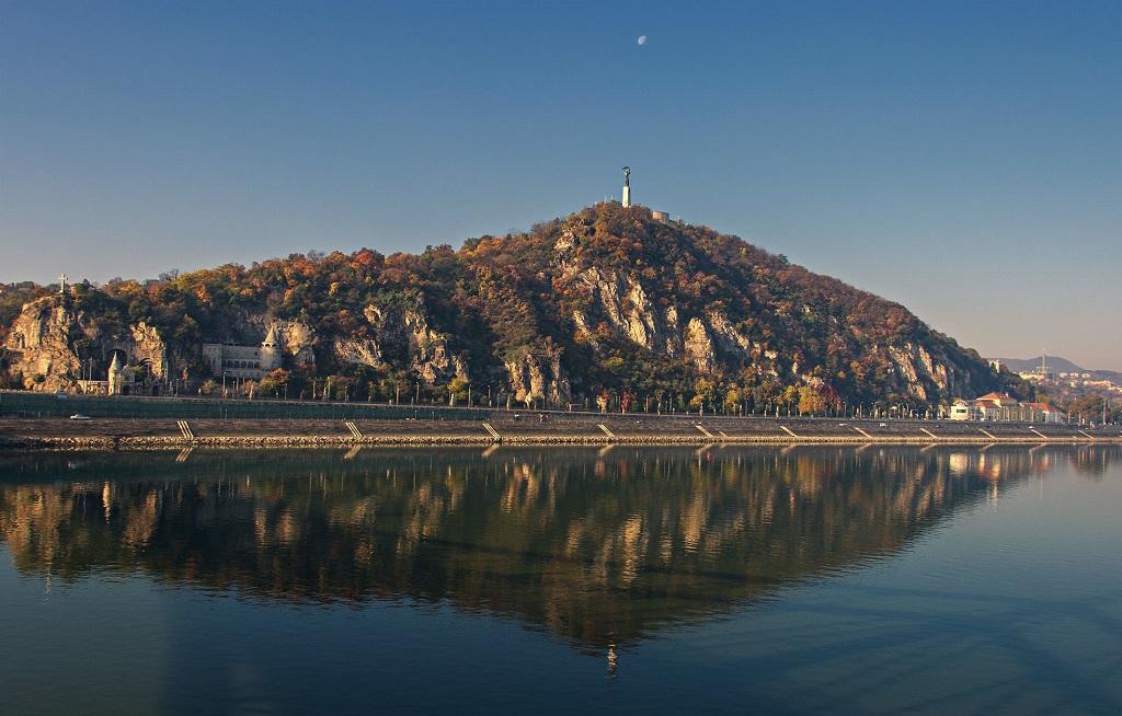 Достопримечательности Будапешта - Гора и статуя Геллерт