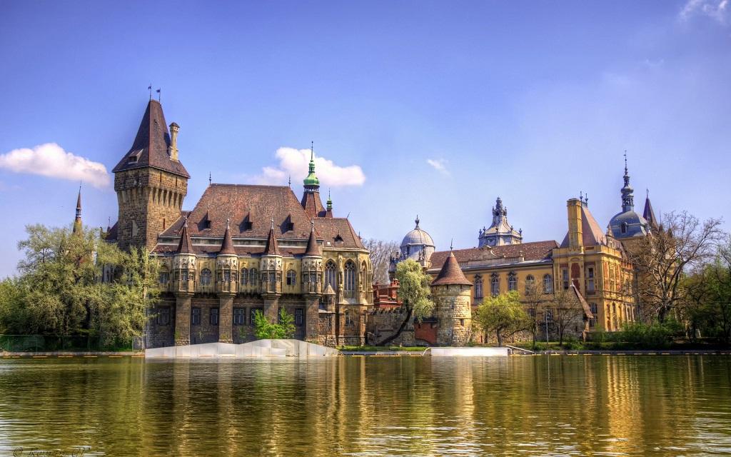 Достопримечательности Будапешта - Замок Вайдахуняд
