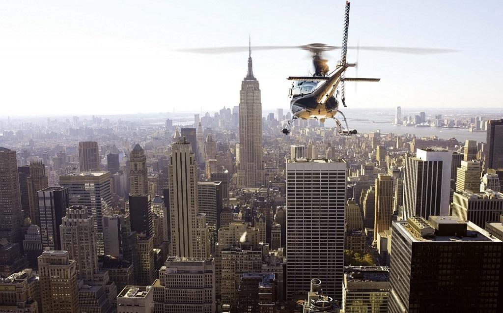 Эмпайр Стейт Билдинг во время прогулки на вертолете в Нью Йорке
