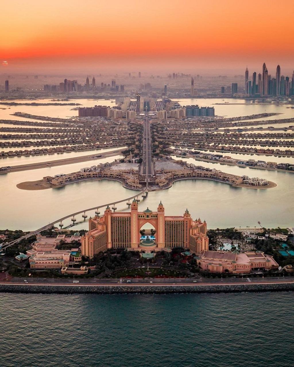 Отель Атлантис на фото с вертолета в Дубае