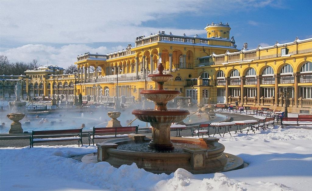 Купальни Будапешта зимой