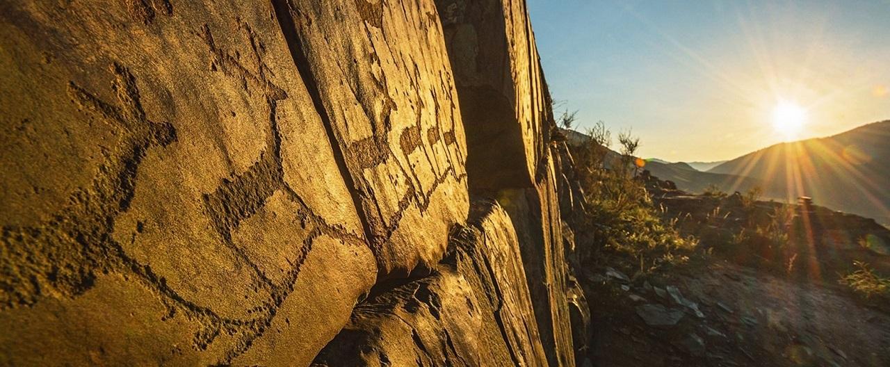достопримечательности алтая Петроглифы урочища Калбак-Таш