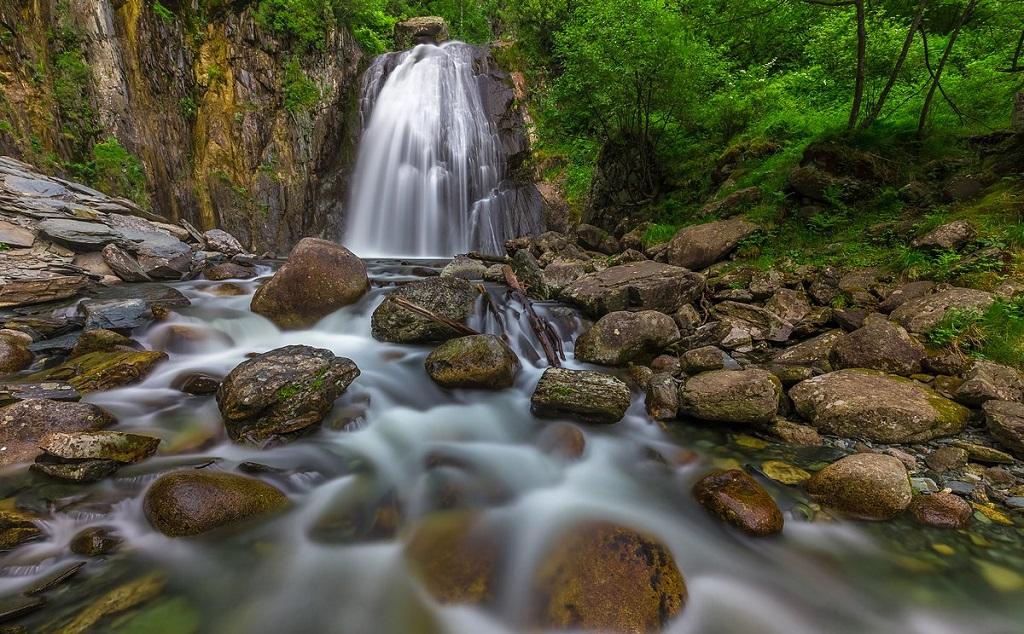 достопримечательности алтая Водопад Корбу