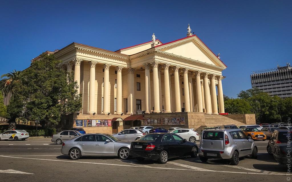 Достопримечательности Сочи - Зимний театр и Театральная площадь
