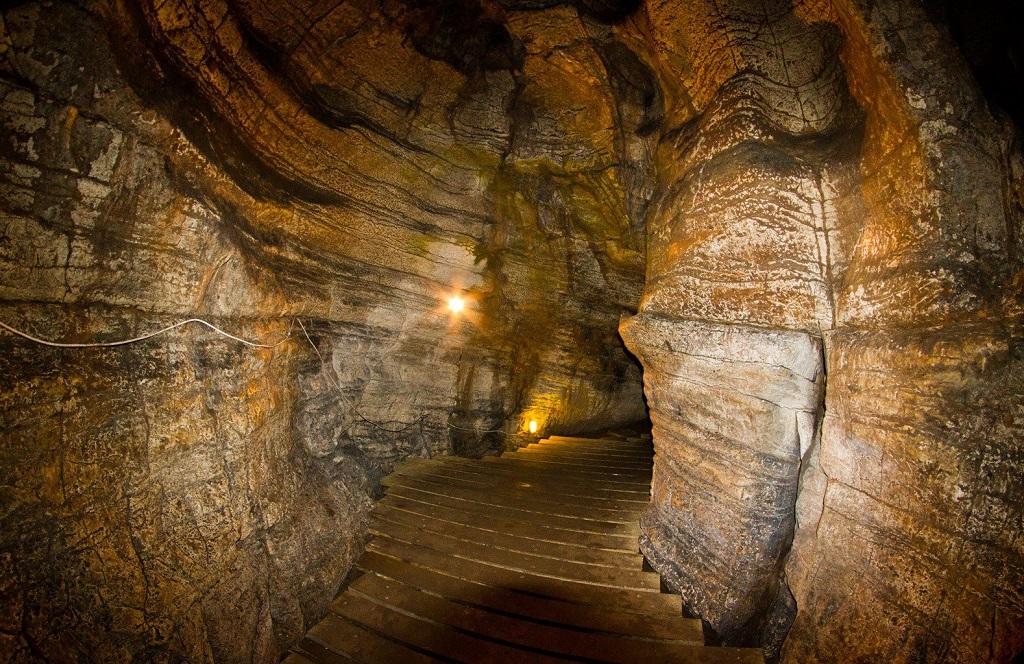 Природные достопримечательности Сочи - Ахштырская пещера