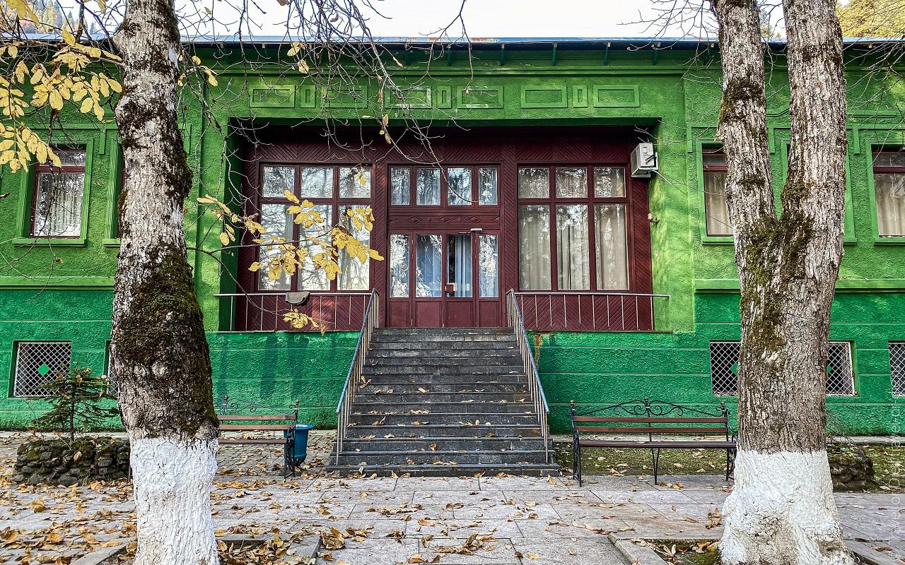 Дача Сталина в Абхазии на озере Рица экскурсия, фото, цена