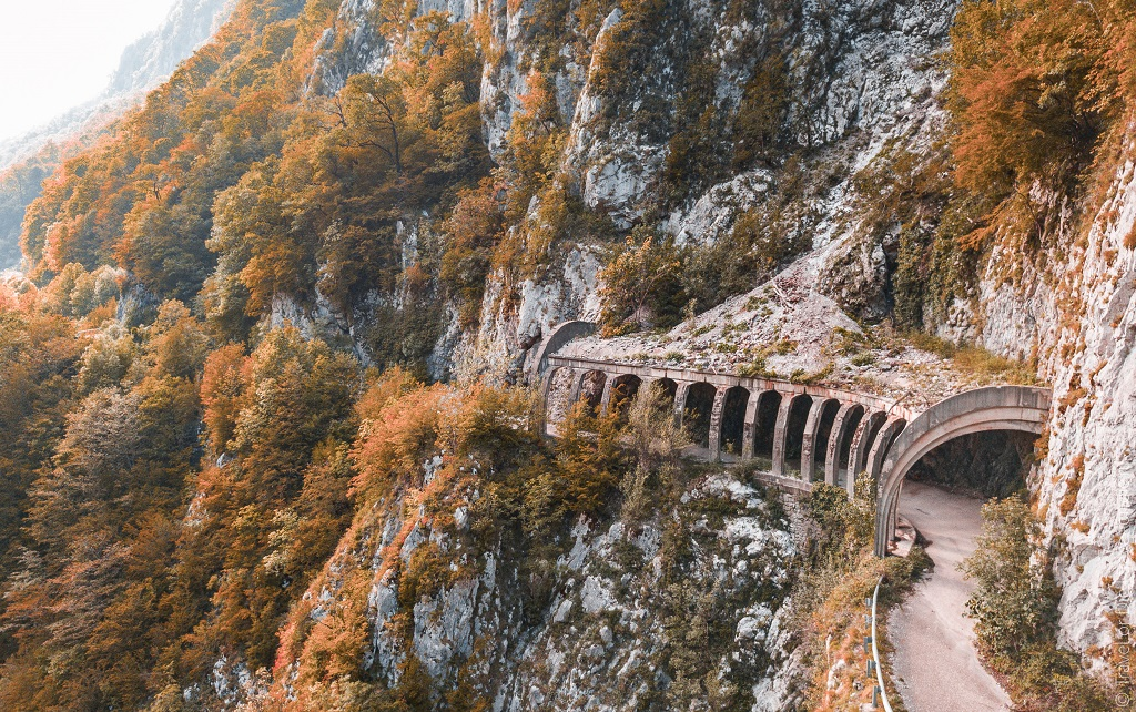 Природные достопримечательности Адлера и окрестностей - старая дорога на красную поляну