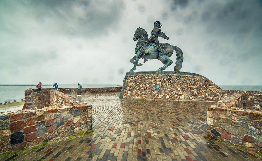 Экскурсия из Калининграда в Балтийск - Памятник Петру Великому