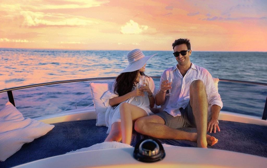 Романтический ужин на частной яхте в Дубае