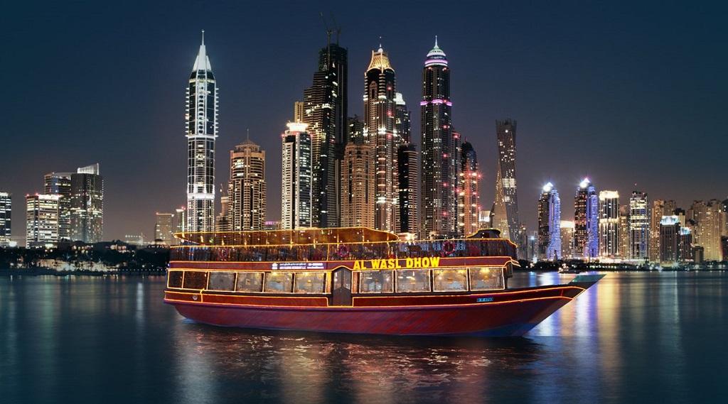 Ужин на лодке в Дубае