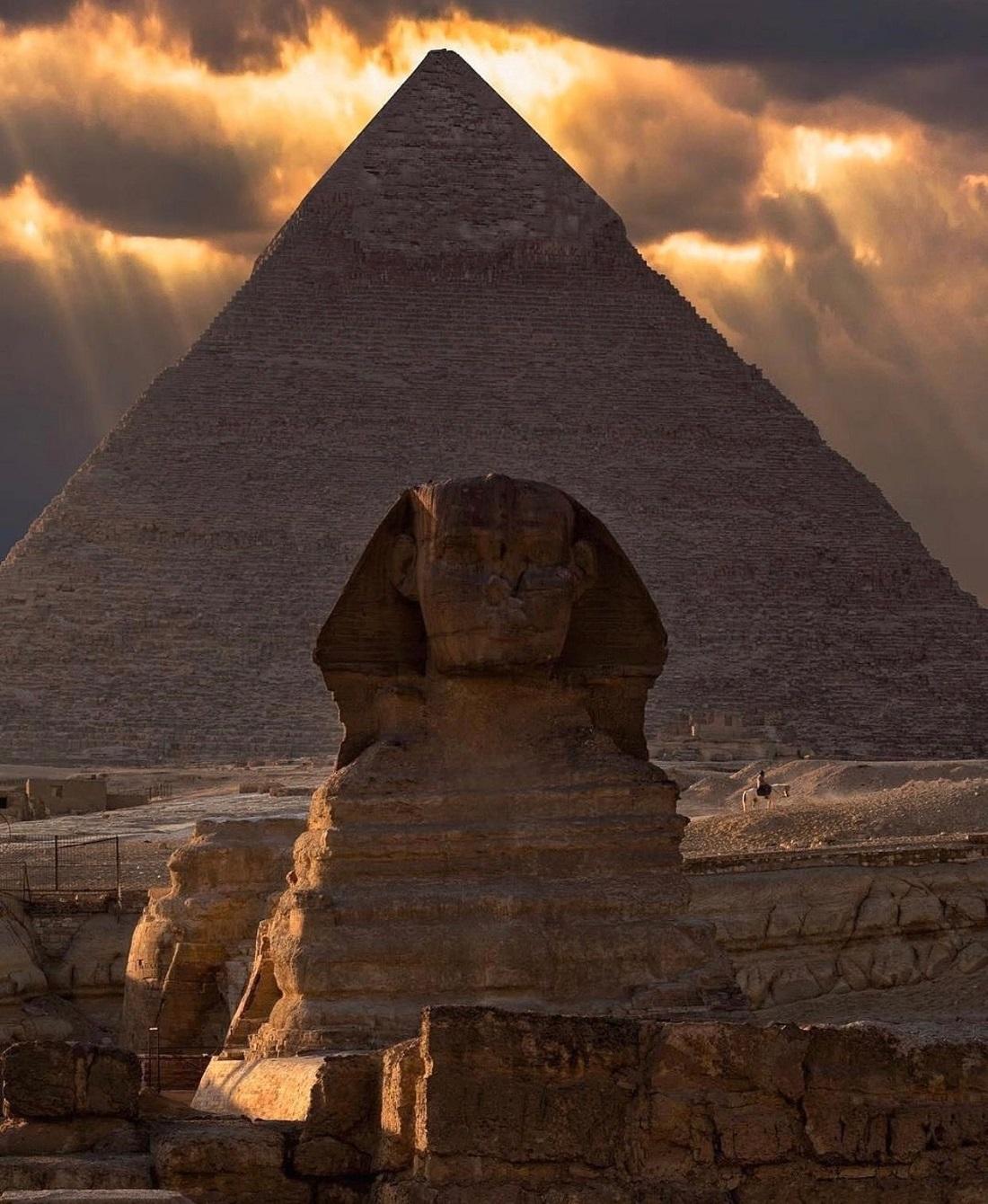 Экскурсии из Хургады на пирамиды - Большой Сфинкс Гизы