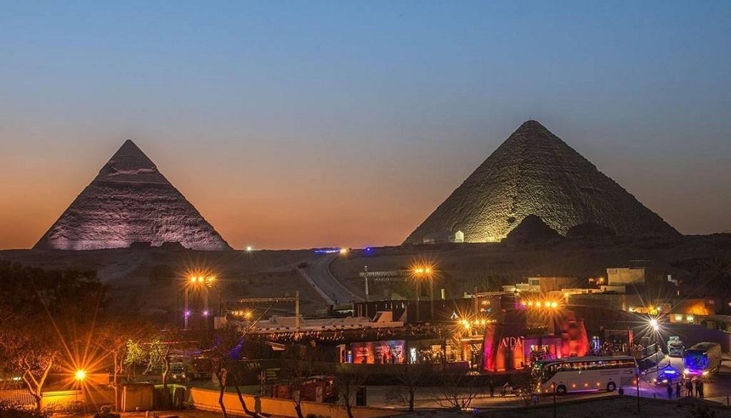 Световое шоу на пирамидах + ужин