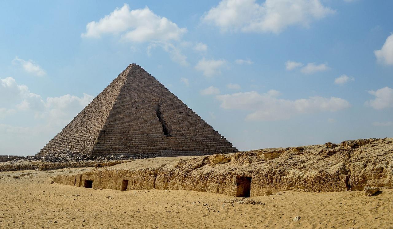 достопримечательности рядом с каиром - Пирамида Микерина