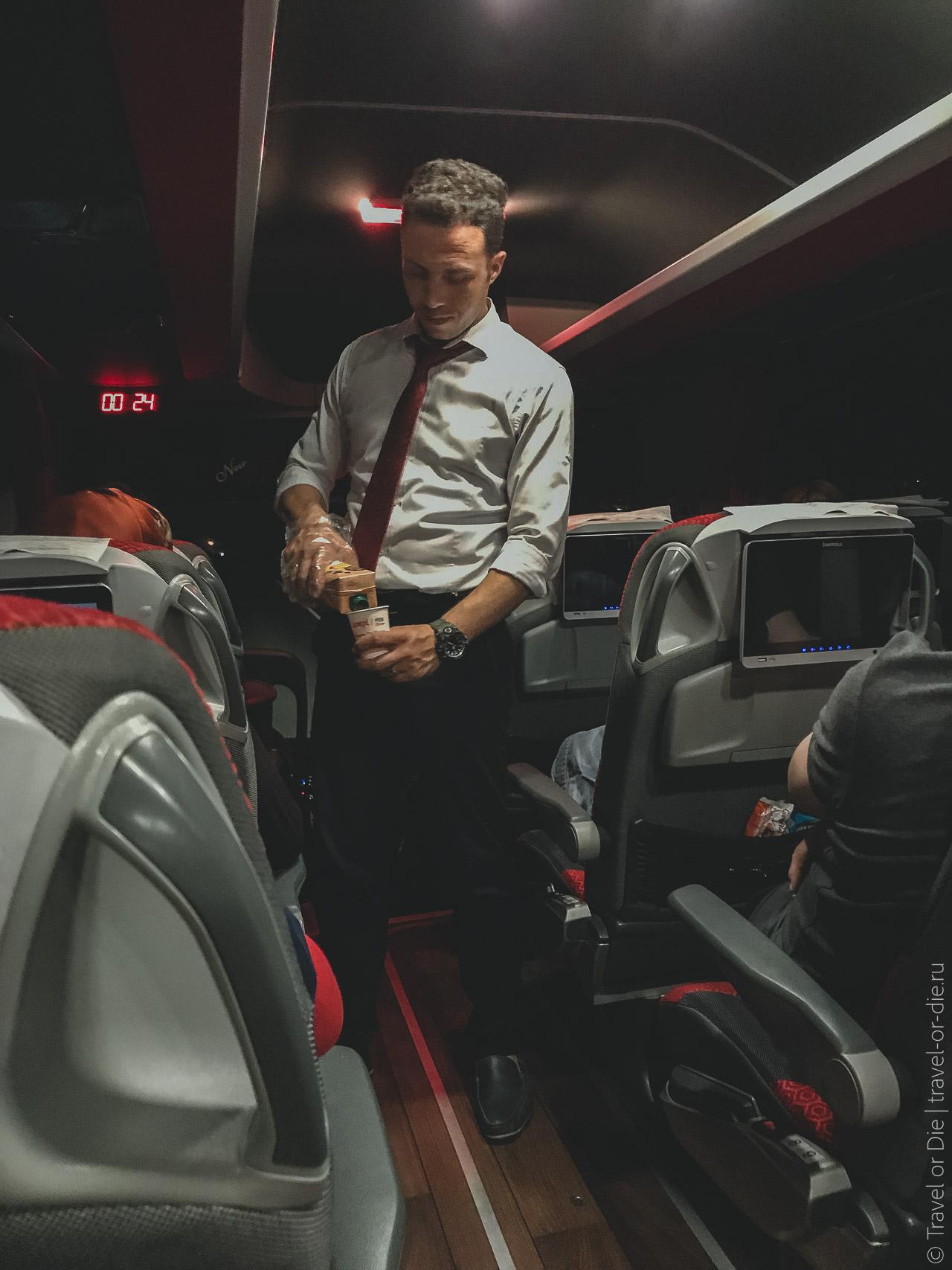 как добраться из алании в каппадокию на автобусе - стюард в автобусе