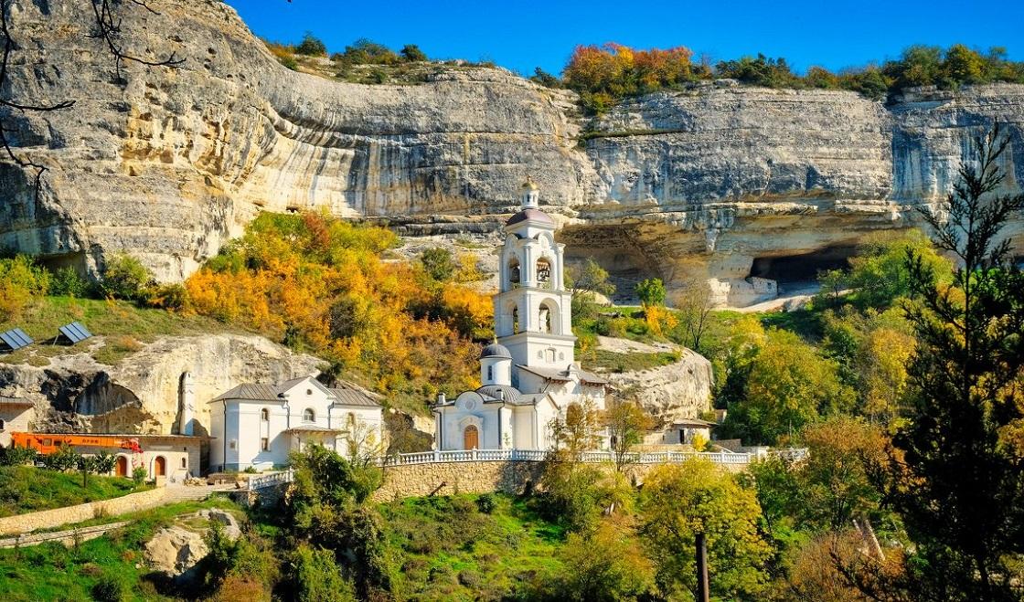 Что вы увидите во время экскурсии в Чуфут-Кале - Пещерный Свято-Успенский монастырь