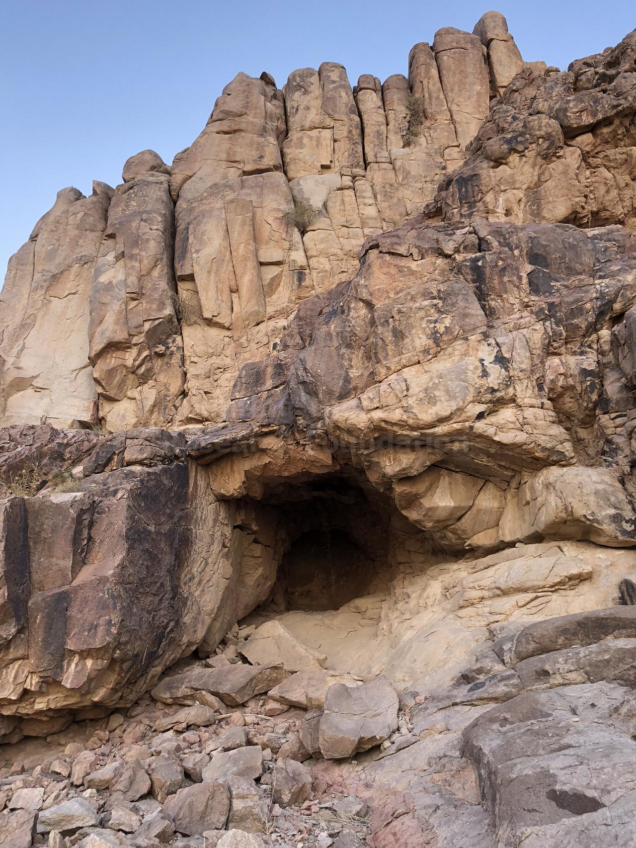 что вы увидите на экскурсии на гору синай - Пещерный храм Пророка Ильи