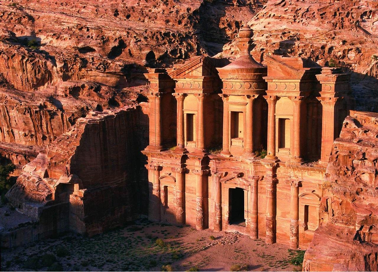 что вы увидите на экскурсии в Иорданию из Шарм-эль-Шейха - Древняя Петра